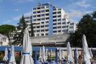 hotel vanuit het zwembad