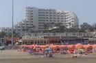 foto vanaf het strand naar het hotel. Kleine 100 mtr naar het strand.