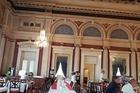 vroeger de balzaal, nu de eetzaal