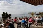 Ontbijt op het terras, uitzicht op strand, zee en zwembad