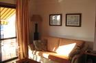 De zonnige kamer met zonnescherm buiten !