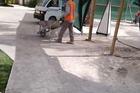 Werken op het resort met het nodige lawaai van hamerkloppen , slijpschijven , ...
