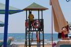 Lifeguard bij de zee.