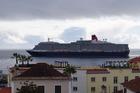 cruiseschepen varen bijna voor je hotel langs