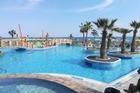 Zwembad bij Eri Beach