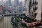 Uitzicht vanuit kamer op de rivier