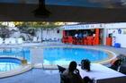 Zwembad met buitenbar