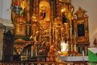 Een van de altaren .